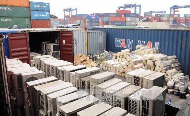 Theo rà soát, hiện có hơn 18.800 container phế liệu được nhập về, tồn lưu ở các cảng